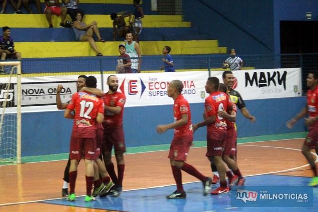 Explosão de alegria dos jogadores e comissão técnica do Pumas com o apito final. Foto: MANOEL MESSIAS/Agência