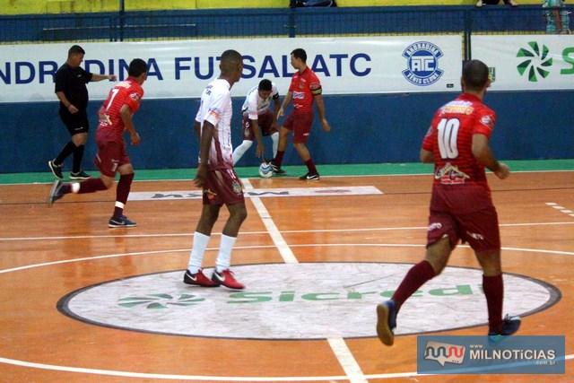 Pumas (vermelho), surpreendeu ao derrotar o Porto por 3 a 2. Foto: MANOEL MESSIAS/Mil Noticias