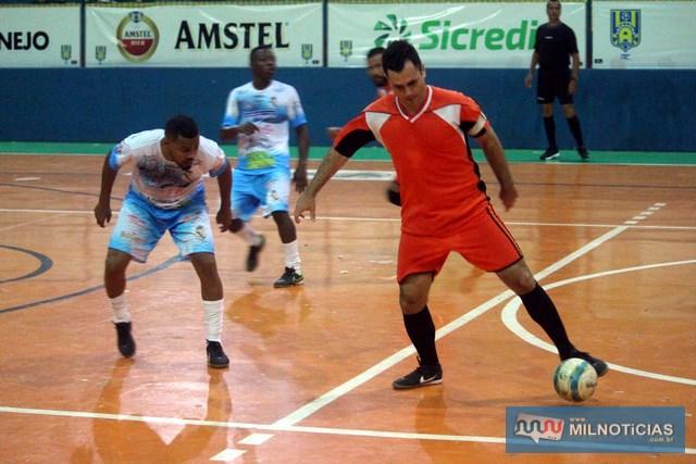 Sereno (branco e azul), não deu chances para Rubmar e venceu por 4 a 1. Foto: MANOEL MESSIAS/Mil Noticias