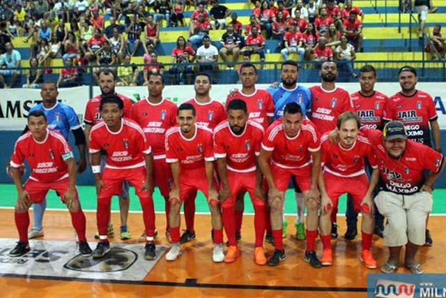 Equipe do Santo Antônio fez valer o peso de sua camisa e está na final do Futsal. Foto: MANOEL MESSIAS