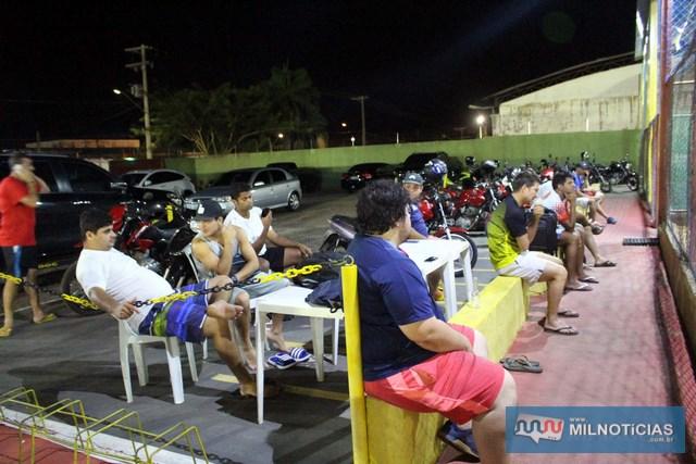 Torcida que gosta do esporte tem comparecido na Arena da Safira Sport. Foto: MANOEL MESSIAS/Agência