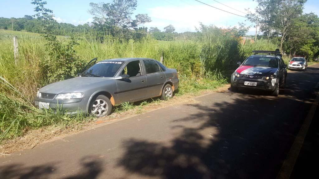 Veículo usado na fuga pelos criminosos também foi apreendido. Foto: DIVULGAÇÃO/PM