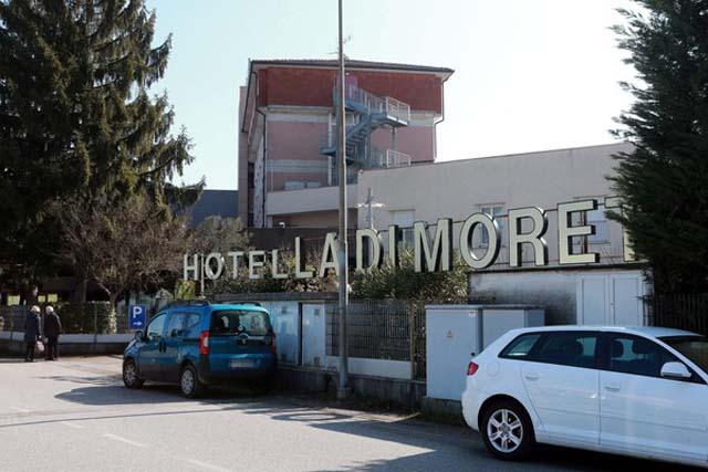 Hotel onde a Fiorentina estava concentrada em Udine (Foto: EFE)
