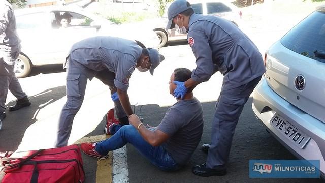 Homem reclamava de muitas dores na canela da perna direita e foi socorrido pelo Corpo de Bombeiros ao PAM. Foto: MANOEL MESSIAS/MIL NOTICIAS