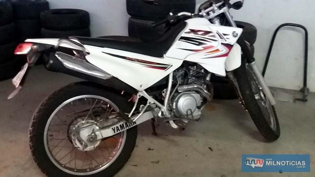 Motocicleta sofreu pequenas avarias com a queda. Foto: MANOEL MESSIAS/MIL NOTICIAS