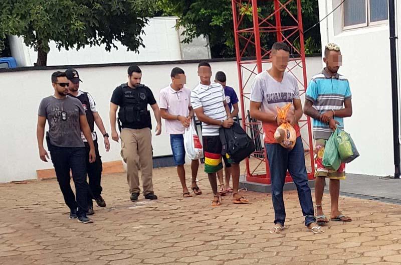 Os cinco presos foram encaminhados para a cadeia de Lavínia para cumprimento de prisão temporária. Foto: DIVULGAÇÃO