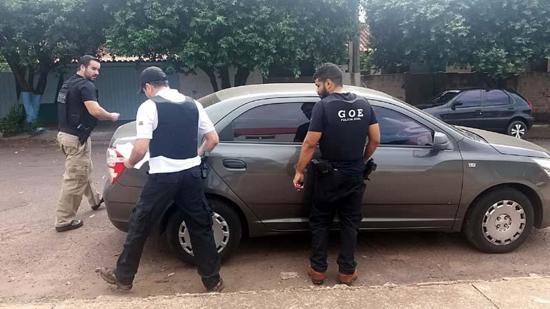Operação foi coordenada pelo delegado Raoni Manoel Selva, que estava com o colete do GOE - Grupo de Operações. Foto: MANOEL MESSIAS/Agência Especiais).