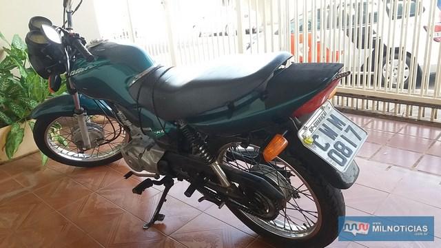 Motocicleta havia sido furtada no dia anterior e homem disse ter pago R$ 500,00 por ela. Foto: MANOEL MESSIAS/Agência