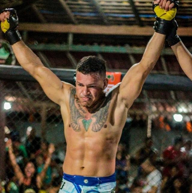 Lutador de MMA foi esfaqueado e morto com um tiro na ilha de Outeiro, em Belém. (Foto: Reprodução / Facebook)