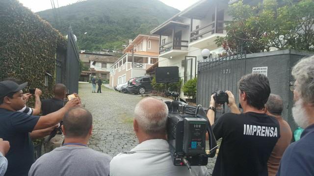 Vereador Paulo Igor Carelli foi preso no condomínio onde mora, no bairro Morin (Foto: Alyssa Gomes/Inter TV)