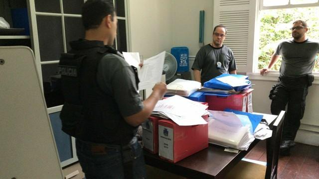 Mandados de busca e apreensão são cumpridos em gabinetes da Câmara (Foto: Maria Valente/ Inter TV) (Foto: Maria Valente/ Inter TV)