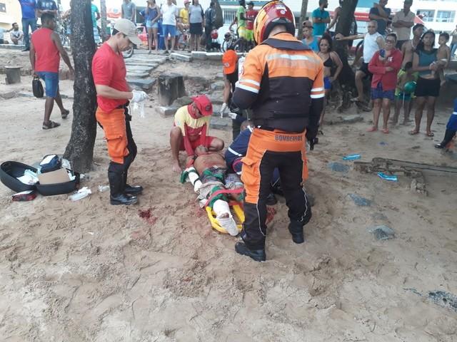 Homem foi atacado por tubarão na Praia de Piedade, no Grande Recife (Foto: Corpo de Bombeiros/Divulgação).