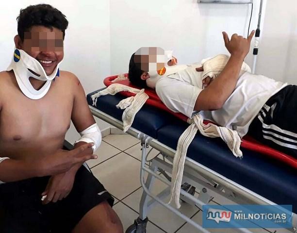 Depois do ocorrido, os dois jovens agradecem por terem saído apenas com escoriações pelos corpos. Foto: Arquivo de família