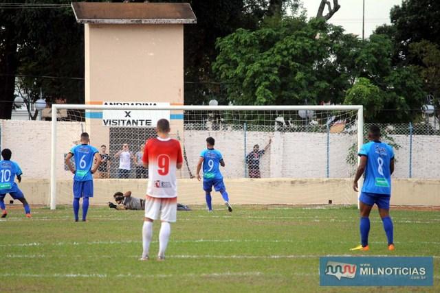 Andradina (azul), chegou a errar uma penalidade. Foto: Manoel Messias/Mil Noticias
