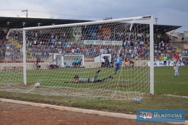 Terceiro gol de Andradina consolidou o placar de 3 a 1. Foto: Manoel Messias/Mil Noticias