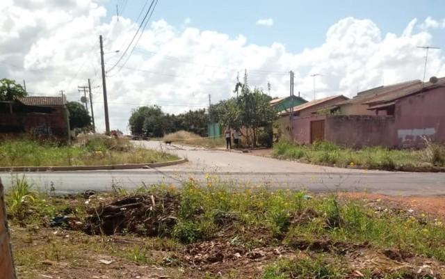 Corpo de bebê é encontrado dentro de sacola no setor Buriti Sereno em Aparecida de Goiânia (Foto: Reprodução/TV Anhanguera).