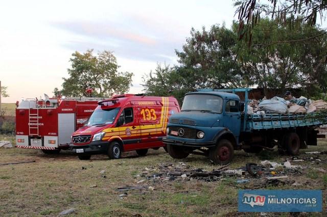 Por sorte fogo não atingiu caminhão carregado com material reciclável. Foto: MANOEL MESSIAS/Agência