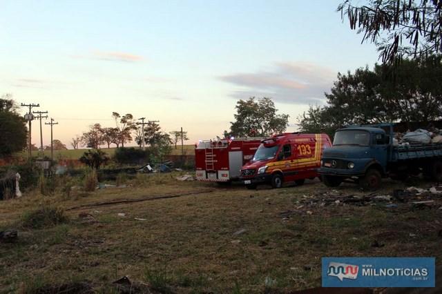 Incêndio consumiu pequena parte do estoque de material reciclável. Fotos: MANOEL MESSIAS/Agência