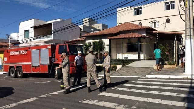 Casa onde o incêndio matou dois irmãos em Linhares (Foto: Kaio Henrique/TV Gazeta)