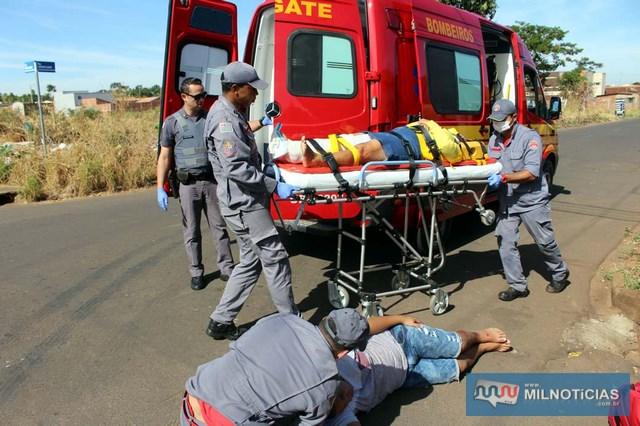 Devido a gravidade do ferimento, mulher foi a primeira a ser imobilizada e estabilizada. Foto: MANOEL MESSIAS/Mil Noticias