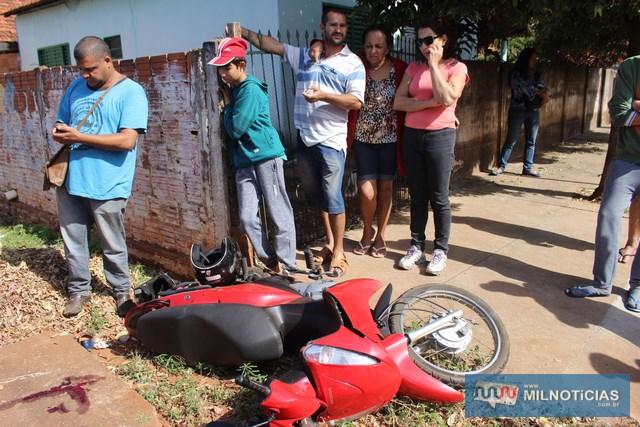 Familiar das vítimas (a esq.), chegou rápido ao local para ajudar no que era necessário. Foto: MANOEL MESSIAS/Mil Noticias