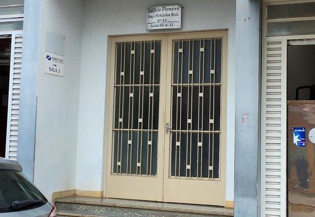 Vítima foi baleada em seu escritório em edifício de Presidente Venceslau (Foto: Amanda Monteiro/Portal Bueno)