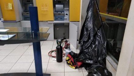 Maçarico que era utilizado pela quadrilha que tentava furtar caixas eletrônicos em Terenos (MS), na madrugada deste domingo (Foto: BOPE/Divulgação).