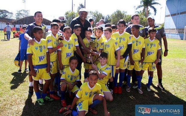 A equipe do Ferinhas Boys/FEA foi a grande campeã do campeonato Sub 11. Foto: Secom/Prefeitura