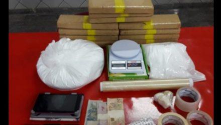 Drogas apreendidas pela polícia dentro da casa do casal em Araçatuba (Foto: Divulgação/Polícia Militar)