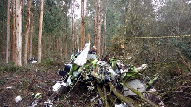 Avião caiu na manhã deste domingo, em Paula Freitas (Foto: Canal 4 TV WEB)