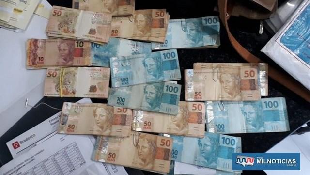 Dinheiro e cheques apreendidos pela PF na prefeitura e na casa da tesoureira (Foto: Divulgação/Polícia Federal)