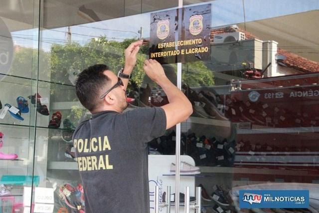 Policial federal lacra loja de sapatos da tesoureira em Jales durante operação Farra do Tesouro (Foto: Rafael Honorato)