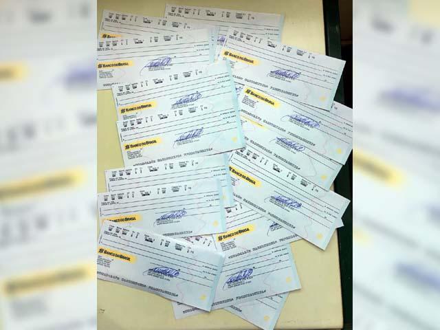 Cheques apreendidos pela PF na prefeitura e na casa da tesoureira (Foto: Divulgação/Polícia Federal