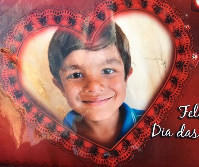 André Lucas Gabriel, de 7 anos, foi buscar uma pipa que teria caído perto do acesso de rodovia (Foto: Arquivo Pessoal).