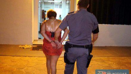 Viviane entregou outras porções de crack quando participou da audiência de custódia no Forum. Foto: MANOEL MESSIAS/Agência