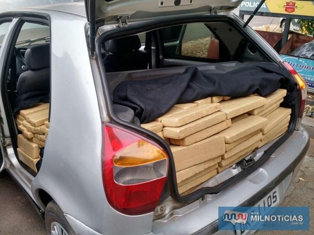 Droga estava escondida no interior (porta malas e banco do passageiro), do Fiat Pálio). Foto: MANOEL MESSIAS/Mil Noticias