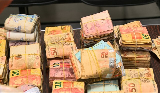 Polícia Militar apreende R$ 80 mil, em Campinas (SP) (Foto: Reprodução/EPTV).