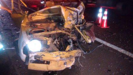 Carro em que dupla estava ficou destruído após acidente em Avaré (Foto: Arquivo Pessoal).
