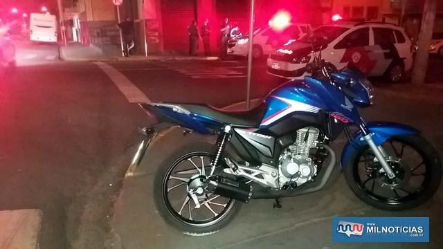 Motocicleta teve as duas abas laterais quebradas. Foto: MANOEL MESSIAS/Agência