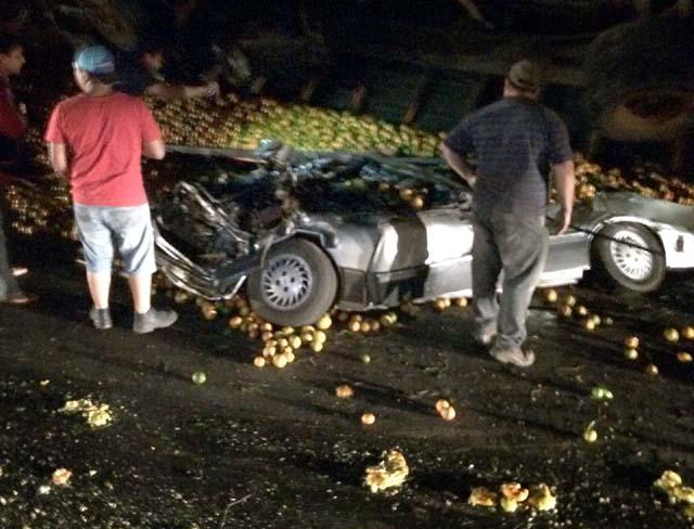 Com o impacto, o caminhão capotou e atingiu o veículo da família evangélica. Foto: Arquivo Pessoal