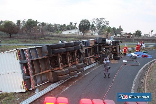 Acidente aconteceu quando motorista de carreta entrava no acesso da rodovia Marechal Rondon para a 'Integração'. Foto: MANOEL MESSIAS/Agência