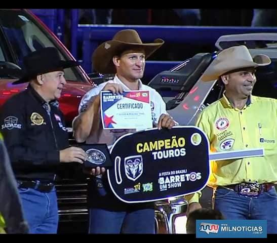 """Rafael Ribeiro, o """"Branco"""", durante premiação de campeão em touros em Barretos. Foto: Reprodução"""