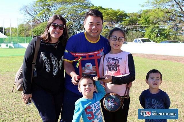 Carlos Matsunaga, a esposa, filha e os gêmeos. Foto: DIVULGAÇÃO