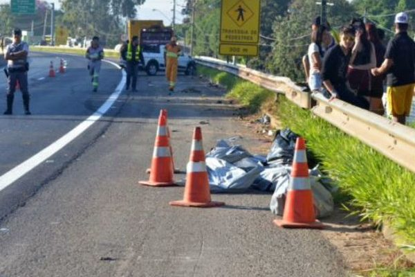 Motorista atropelou 12 jovens na manhã do dia 6 de abril de 2014 em um ponto de ônibus no km 107 da Rodovia Raposo Tavares, em Sorocaba (Foto: Sérgio Ratto/Ipanema Online).