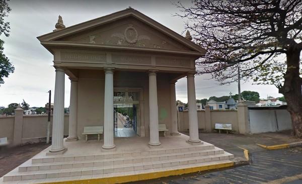 Restos mortais de casal teriam sido transferidos de túmulo no Cemitéria da Saudade em Araçatuba (Foto: Reprodução/Google Street View)