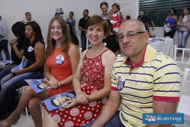 Diretor administrativo da Santa Casa, Inhozinho Pereira, com a família. Foto: MANOEL MESSIAS/Mil Noticias