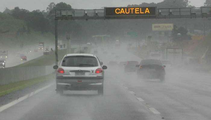 Dicas para dirigir na chuva com segurança. Foto: AFOB Express