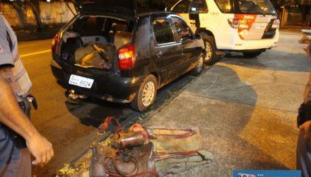 Novilha foi furtada e abatida pelo quarteto. Carne e uma sela foram encaminhados junto com o Fiat Pálio ao plantão policial. Foto: MANOEL MESSIAS/Agência
