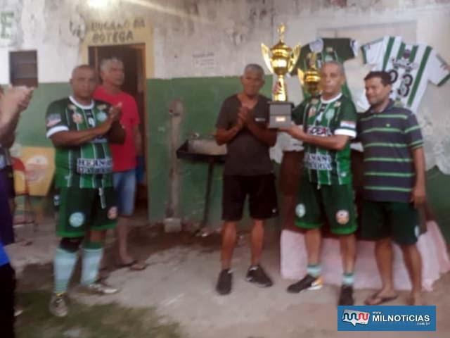 Representante do Guarani recebe troféu de vice campeão. Foto: DIVUGAÇÃO