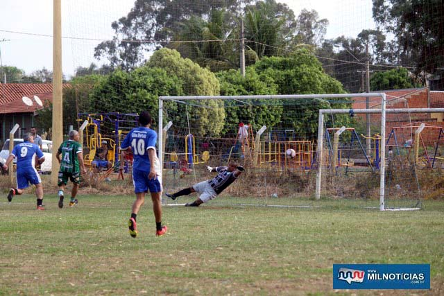 Defesa do Guarani não segurou o ataque de Castilho e levou 4 gols. Foto: MANOEL MESSIAS